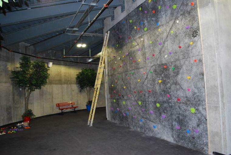 condominio supervivencia muro escalar