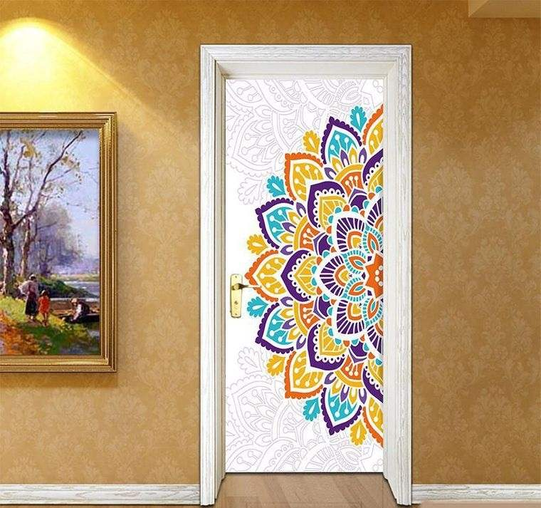 decoración con mandalas en puerta