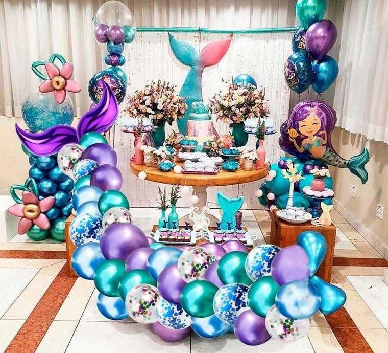 decoración de cumpleaños con globos azul morado