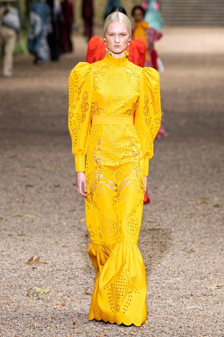 Tendencias verano 2020-estilo-erdem-color-amarillo
