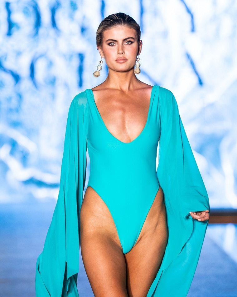 Badgley-Mischka-trajes-bano-2020-belleza