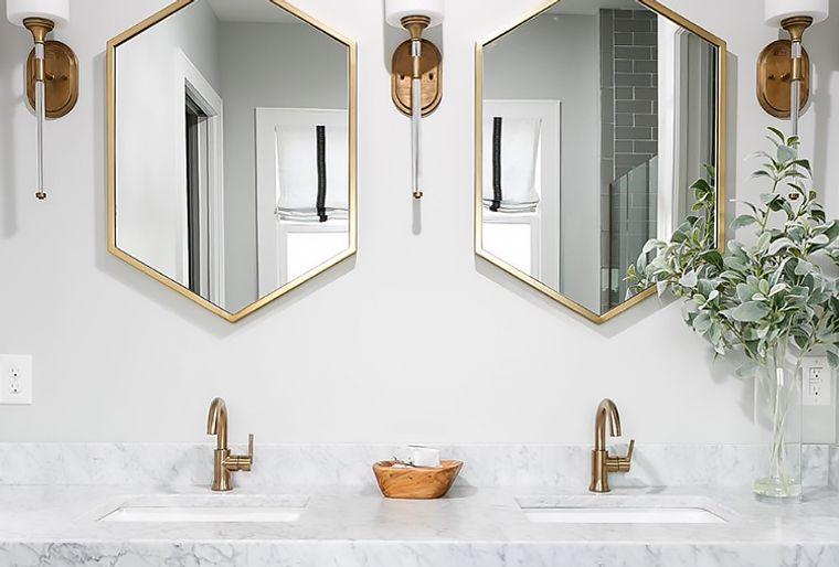 baños modernos accesorios oro