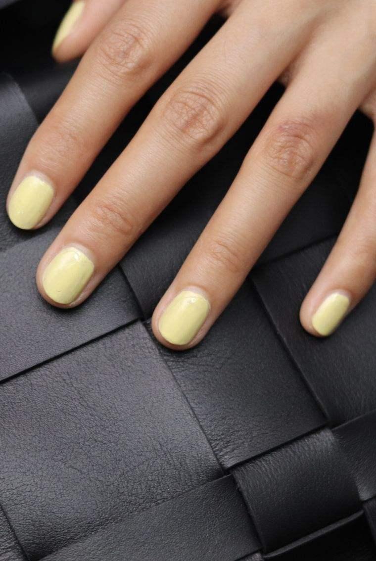 color-amarillo-diseno-otono-unas