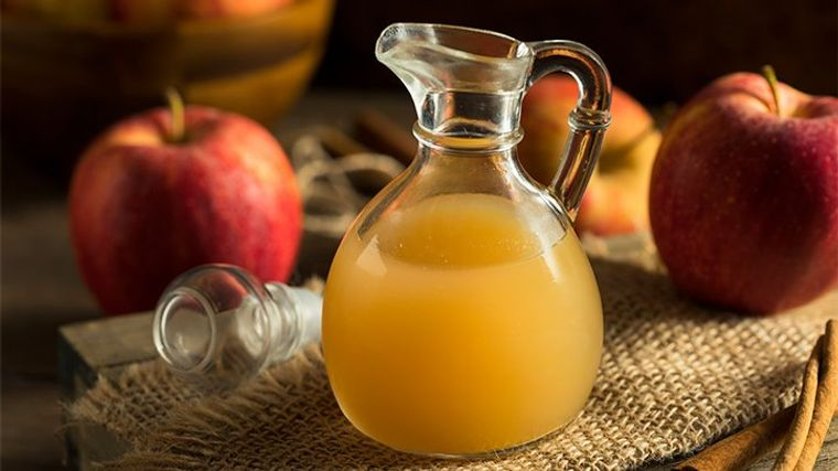 combinación de alimentos dañina jugo manzana medicamentos