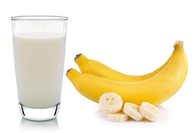 combinación de alimentos dañina platano leche