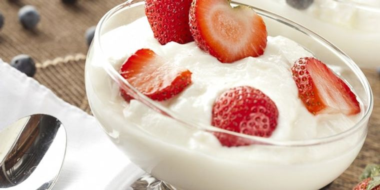 combinación de alimentos dañina yogur fruta
