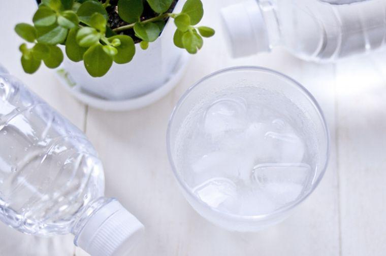 cómo combatir el calor mantenerte hidratado