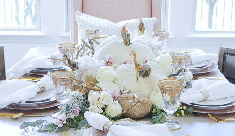 decoración de otoño mesa calabazas