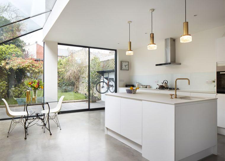 disenos-para-cocinas-ventanas-grandes-ideas
