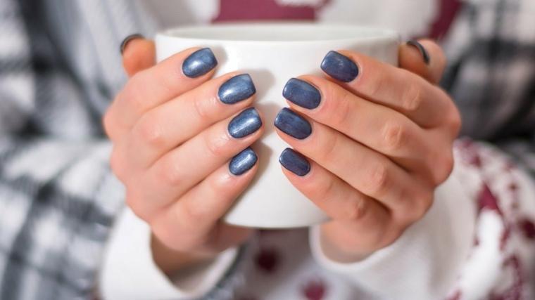 esmalte-unas-color-azul-forma-cuadrada