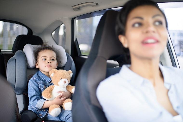 madre-nino-asiento-infantil