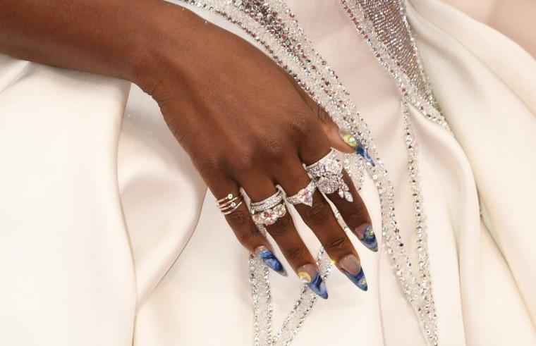 moda-manicura-2020-otono