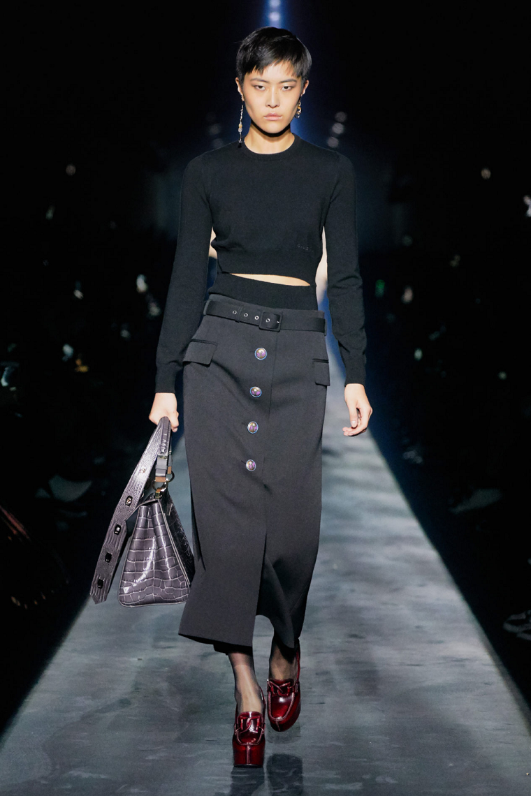 moda-otono-invierno-2020-2021-falda-apretada