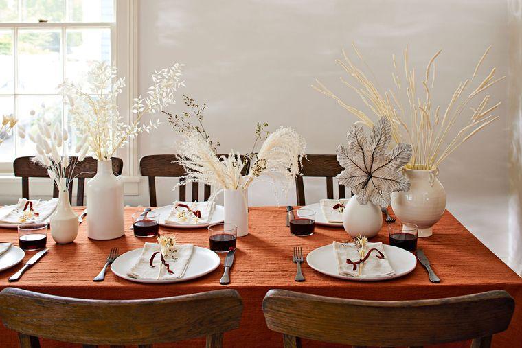 salón comedor mesa otoñal sencilla