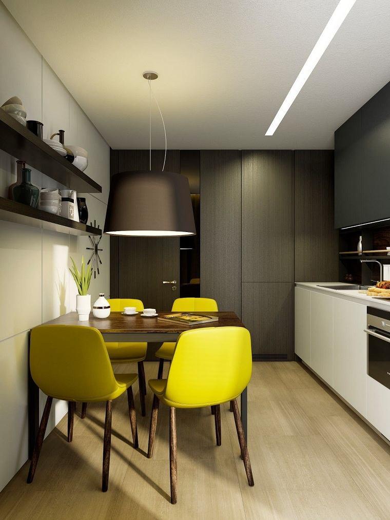 cocina-estrecha-cocina-comedor-sillas-amarillas
