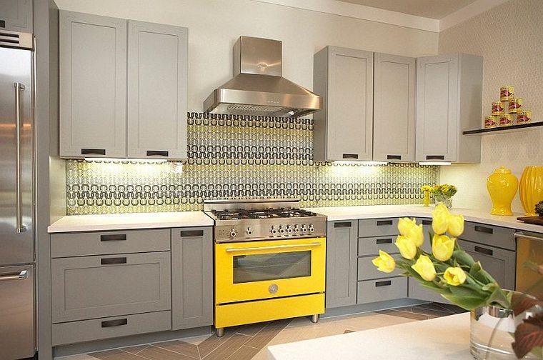 cocinas-color-amarillo-gris-electrodomesticos-ideas
