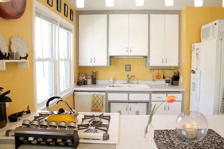 Cocinas color amarillo gris-espacios-pequenos
