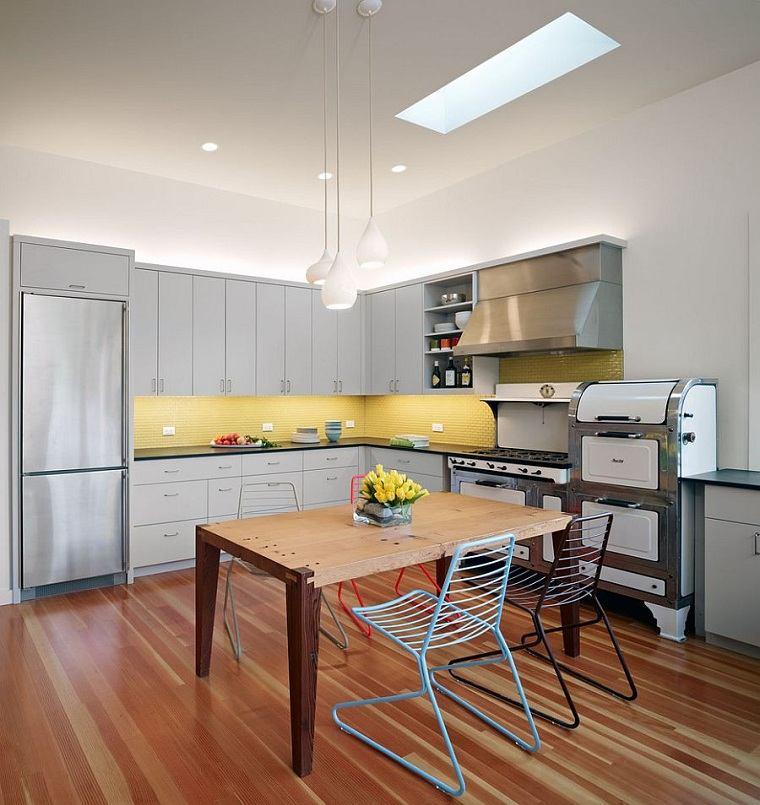 cocinas-color-amarillo-gris-muebles-estilo-original