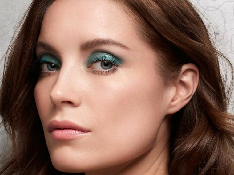 chica-ojos-verdes-maquillaje-moderno