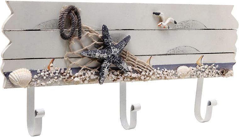 conchas marinas en perchero