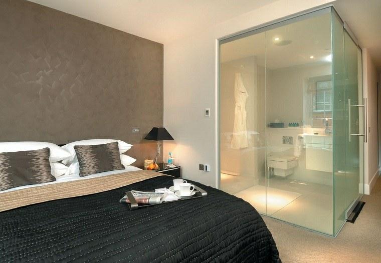 dormitorio-con-ducha-mampara-cristal