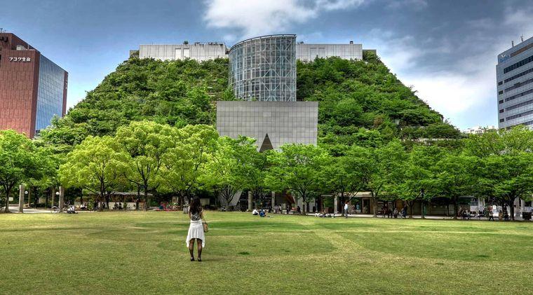 edificios ecológicos across fukuoka