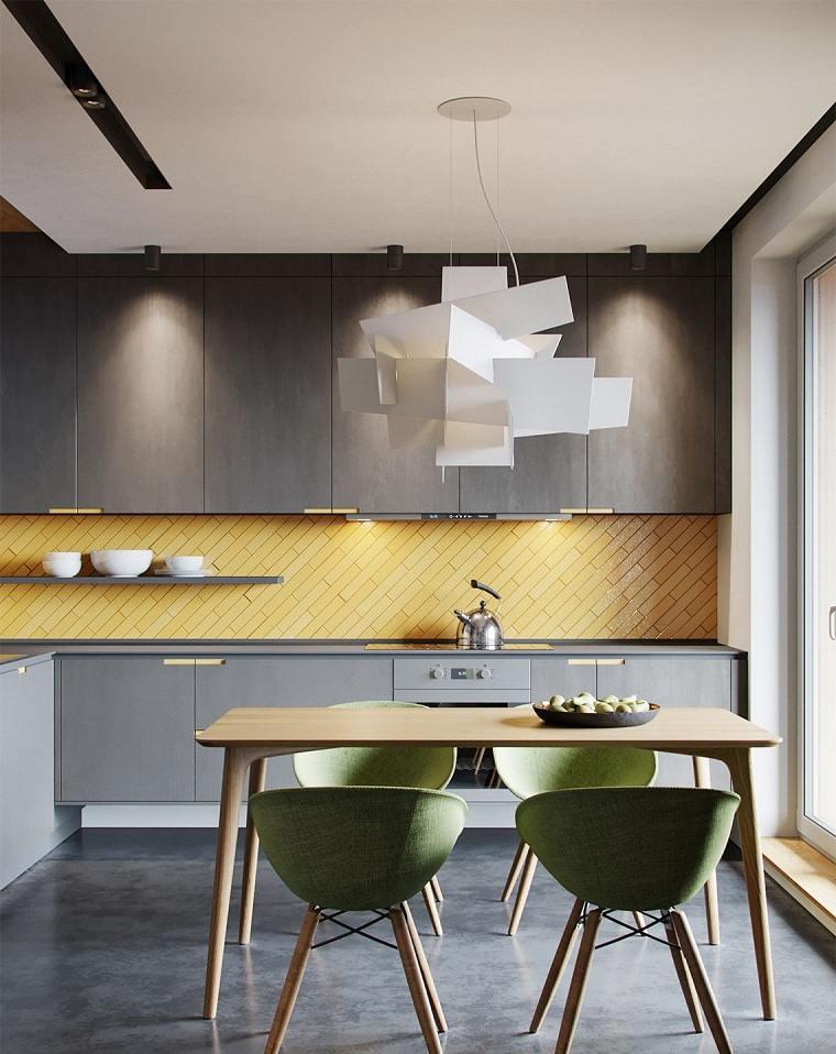 muebles-grices-salpicadero-amarillo-cocina