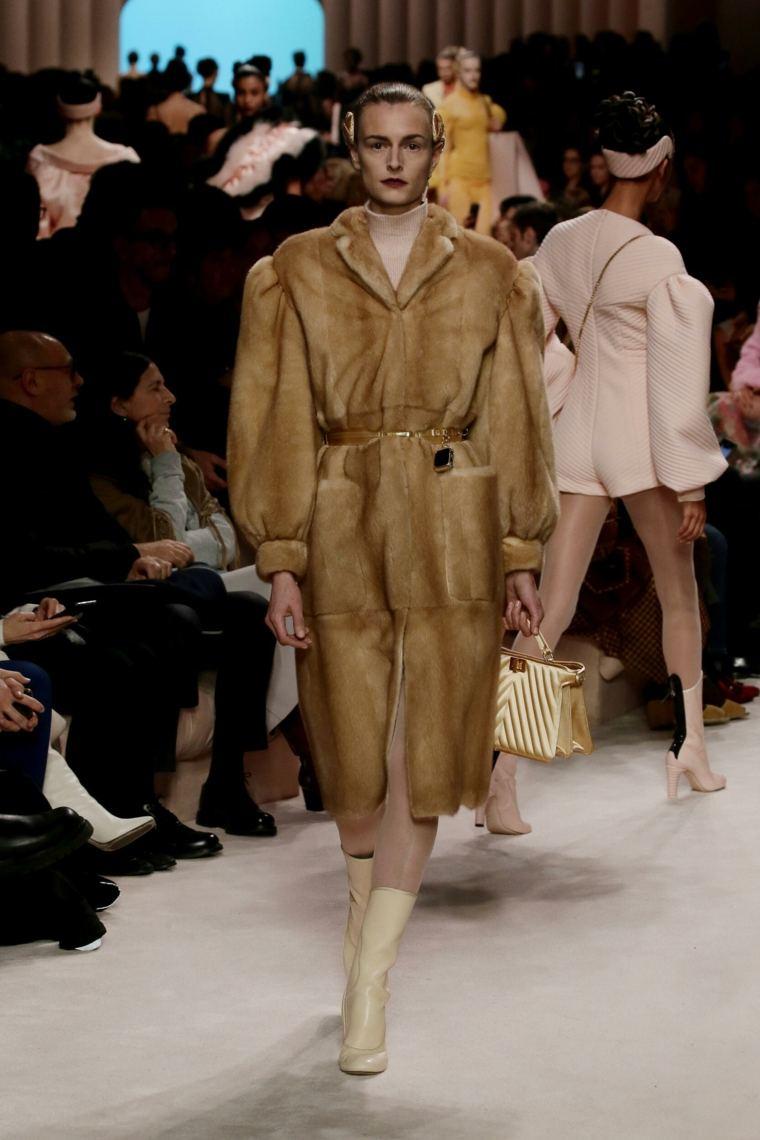 Fendi-2020-21-Milan-abrigo-piel