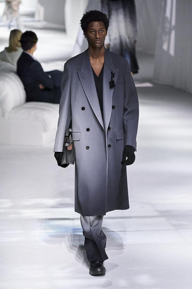 abrigo-impermeable-fendi-hombre-2020