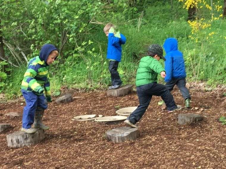 actividades de aventura niños bosque