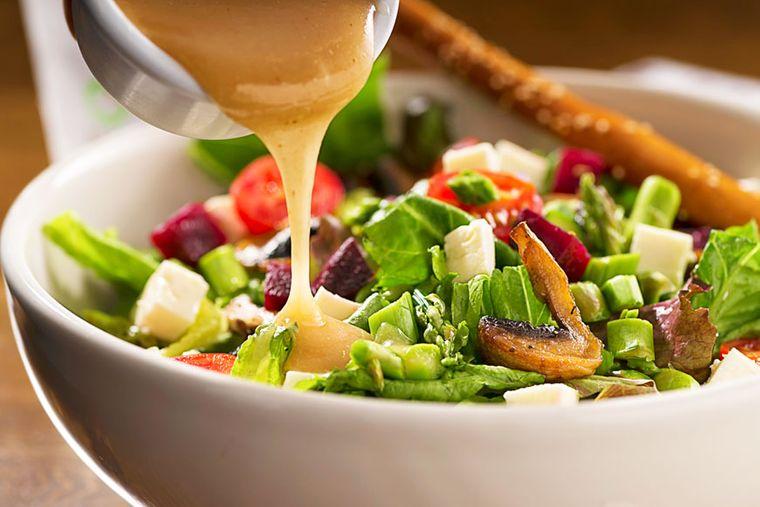 alimentos caloricos aderezo ensalada