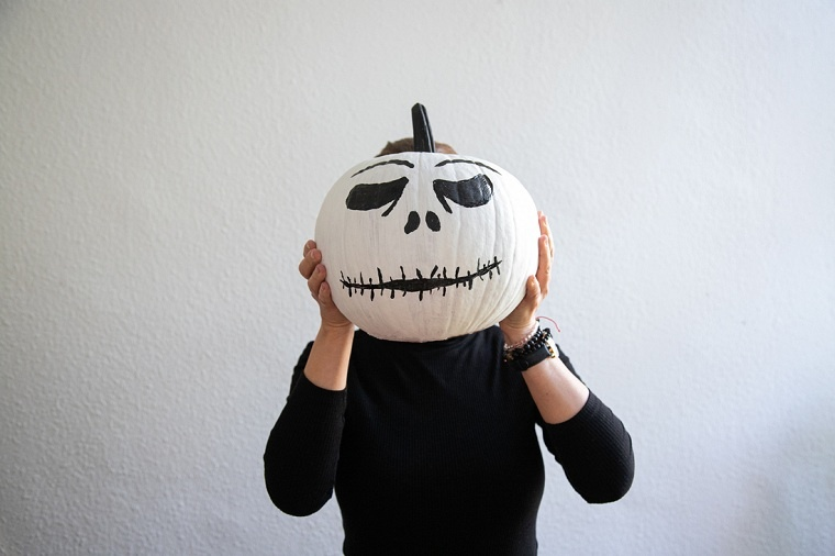 calabazas-blanca-decorada-pintura-negra