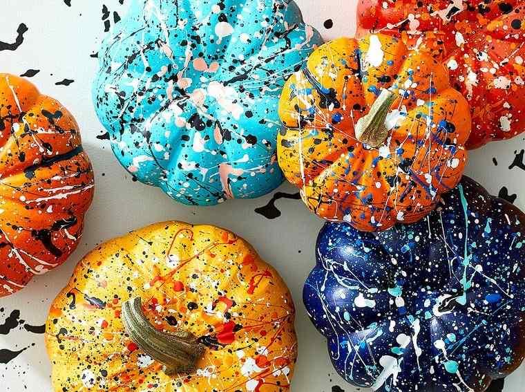 calabazas decoradas salpicadas