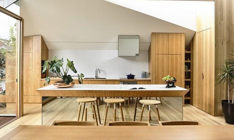 cocinas con isla espejada madera