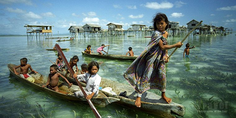 la tribu bajau niños canoas