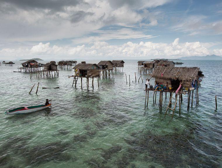 la tribu viviendas en mar