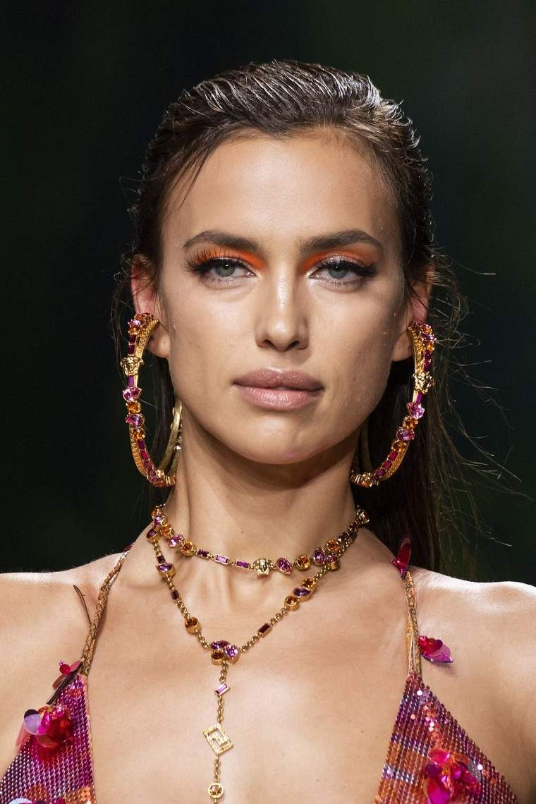 maquillaje-modelo-Versace-2020-ideas