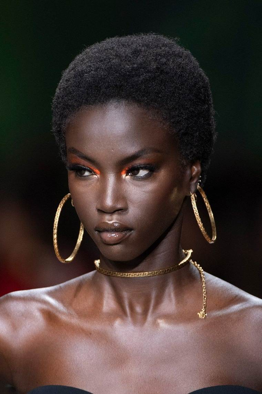 maquillaje-modelo-Versace-2020-opciones