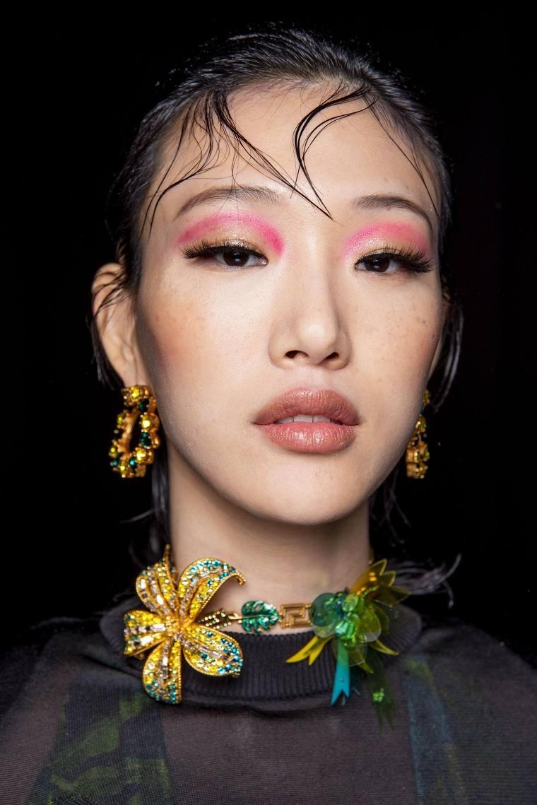maquillaje-modelo-Versace-2020-otono