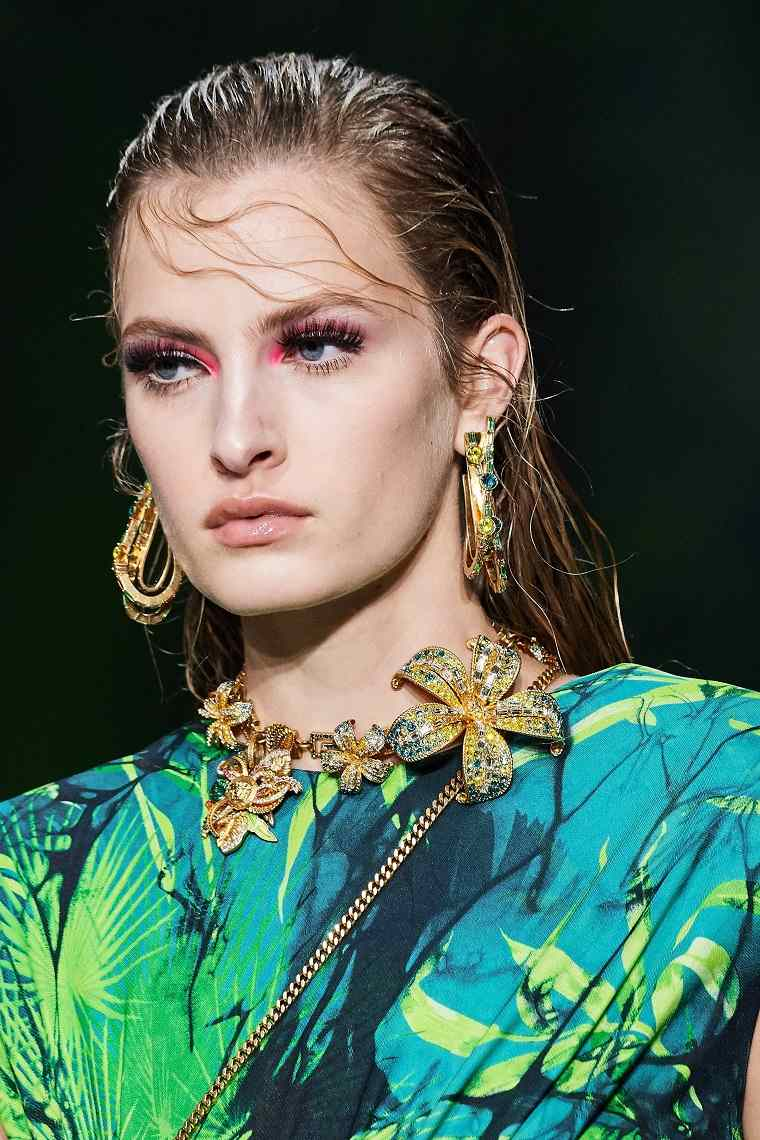 maquillaje-modelo-Versace-2020