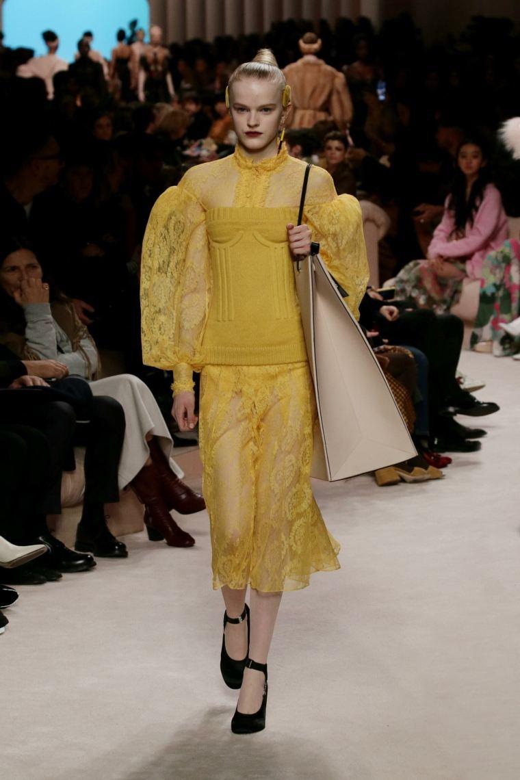 moda-2020-fendi-color-amarillo