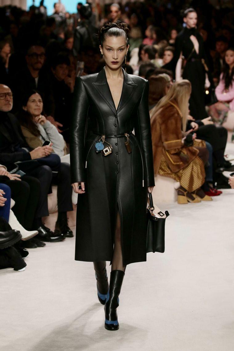 modelo-abrigo-largo-fendi