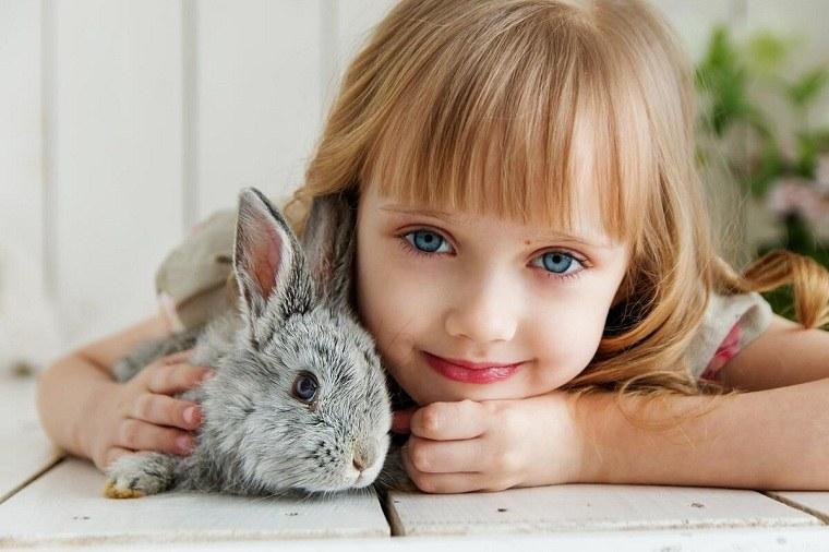 Niños y mascotas -nina-conejo