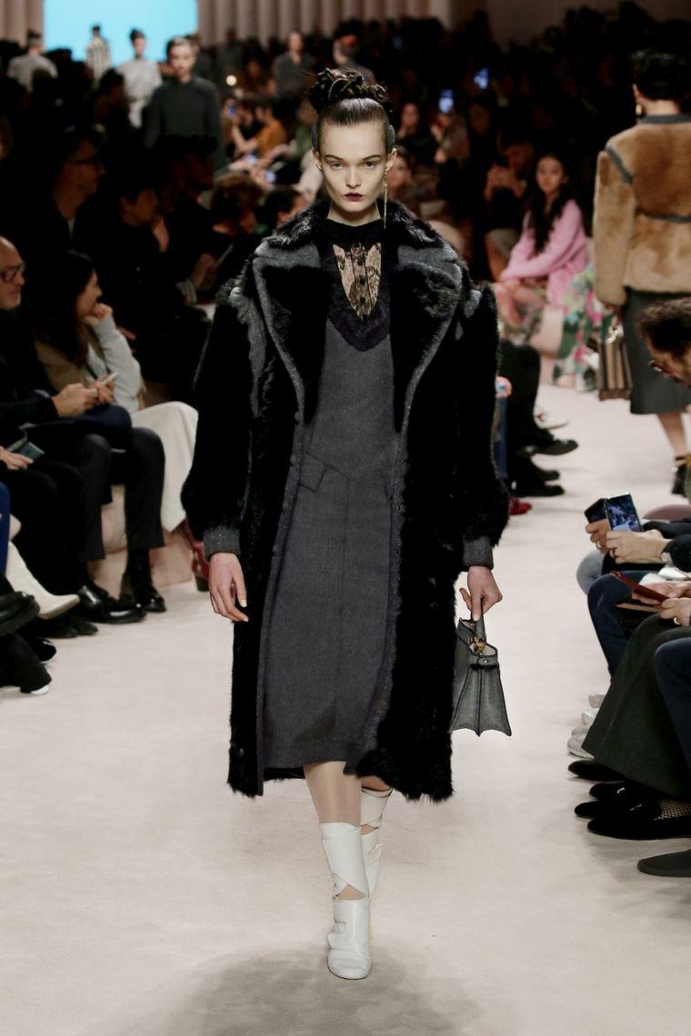 otono-2020-coleccion-fendi-abrigo-negro
