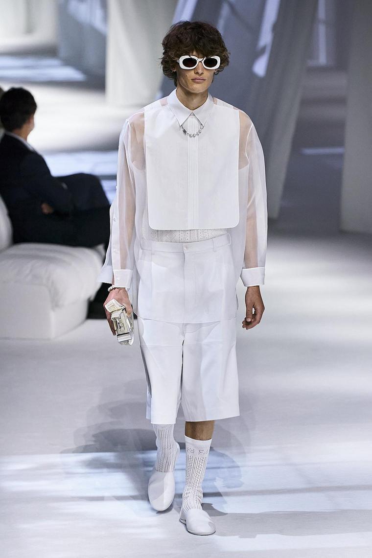 pantalon-corto-fendi-diseno-hombre