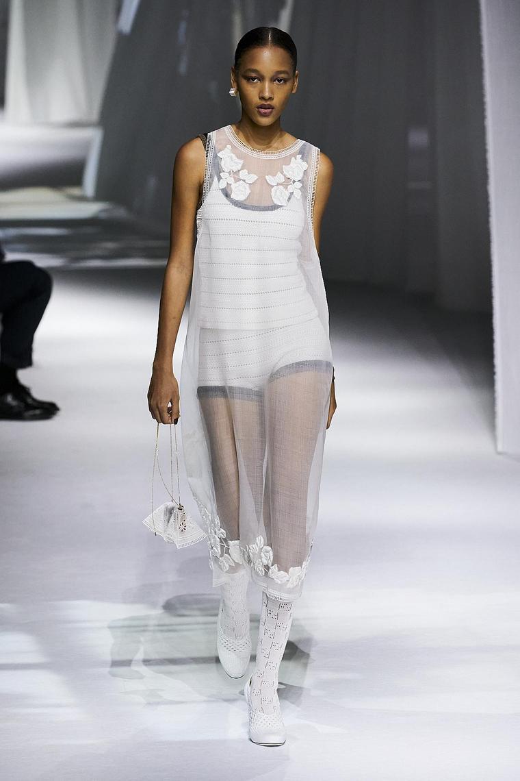 pantalones-coeros-top-fendi-estilo