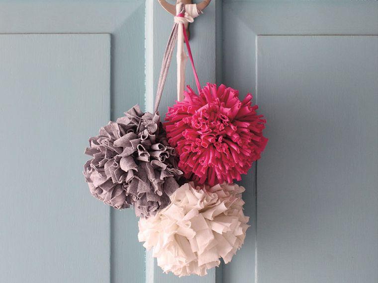 pompones adorno sencillo