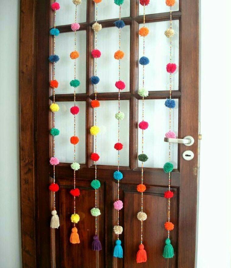 pompones colgando puerta