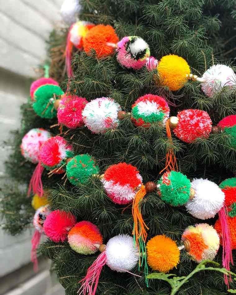 pompones decoracion arbol navidad