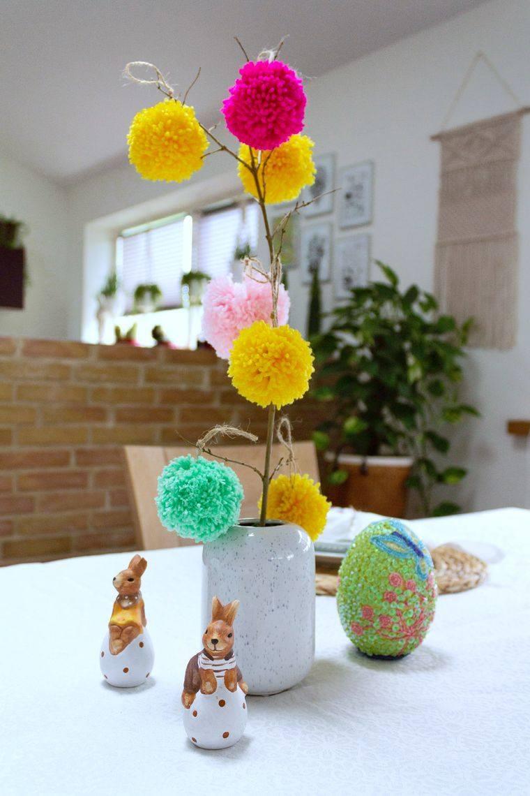 pompones en mesa comedor